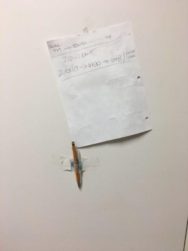 Cet hôpital a payé 2000 $ pour un support à crayon !
